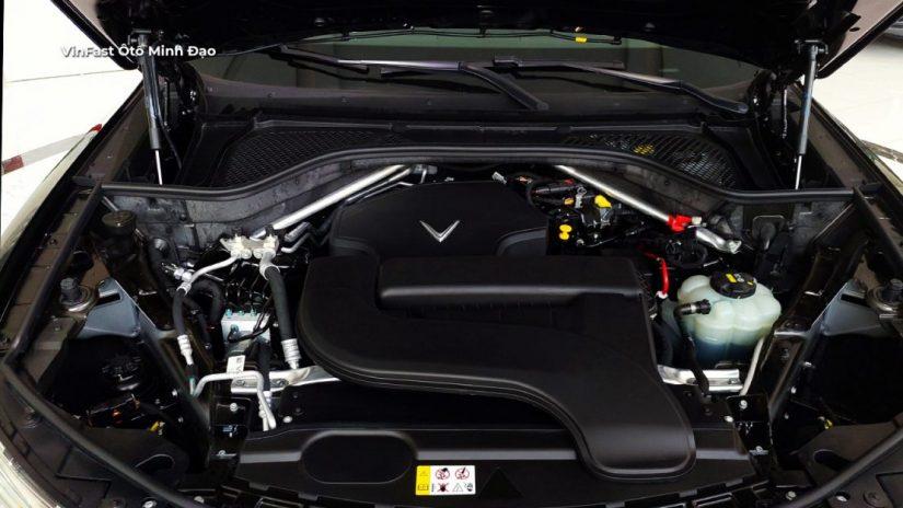 Khoang động cơ VinFast Lux A2.0